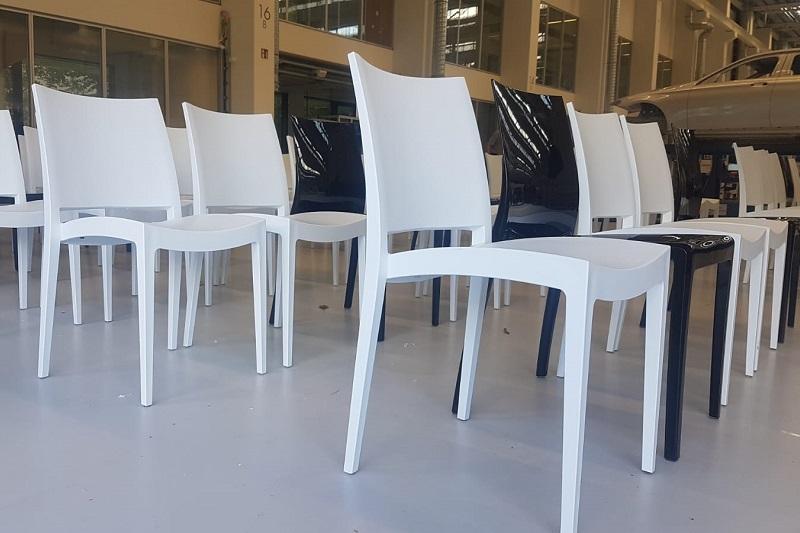 Designstuhl schwarz und weiß