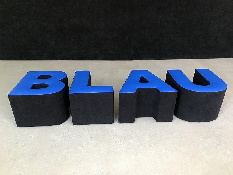 Buchstabenhocker mieten blau