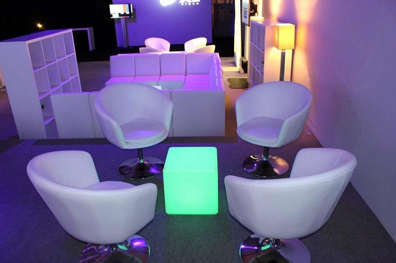 Höhenverstellbarer Drehsessel LED Cube
