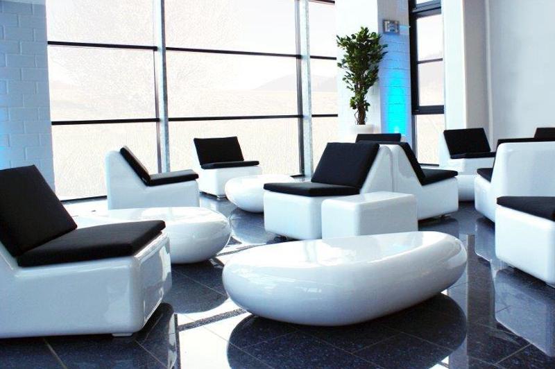 D`Luxe Indoor Fiberglas Lounge